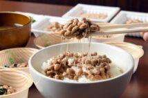 「納豆」を食事の主役や職場でも においと糸引き抑えた新商品も