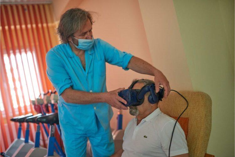 ポーランドの医療施設ではリハビリとして、脳の反応を回復させるためのゲーム・プログラムが提供されている(写真/アフロ)