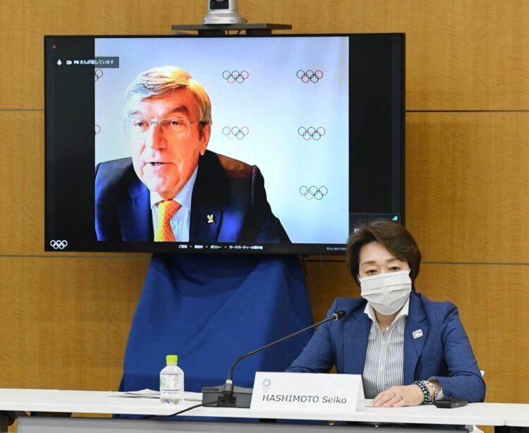 IOCバッハ会長と橋本聖子・東京五輪組織委員会会長(時事通信フォト)
