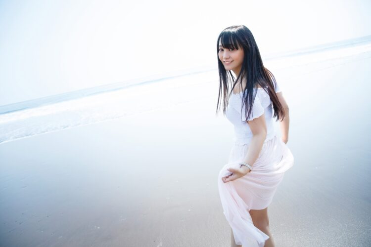 脊山麻理子の最新写真集『milk』は7月1日発売予定