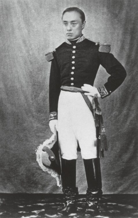 ナポレオン3世から贈られたとされる軍服を着た慶喜(茨城県立歴史館所蔵/時事通信フォト)