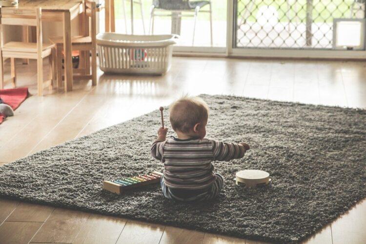 法改正で男性の育児休暇取得はすすむのだろうか(イメージ)