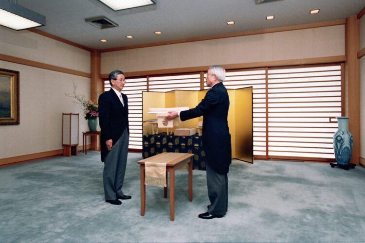 納采の儀に際して、黒田家の使者として皇居を訪問した直志さん(左)
