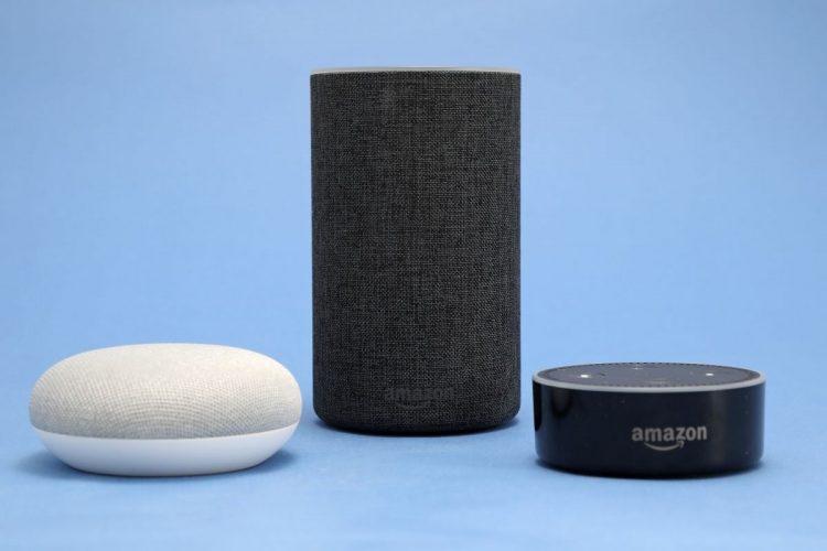 様々な機種が登場しているグーグルとアマゾンのスマートスピーカー(時事通信フォト)