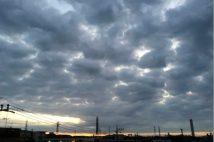 雲から見る「雨」のサイン「飛行機雲が太くなる」「レンズ雲」は要注意