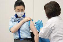 客室乗務員らへの「職域接種」が始まった(時事通信フォト)