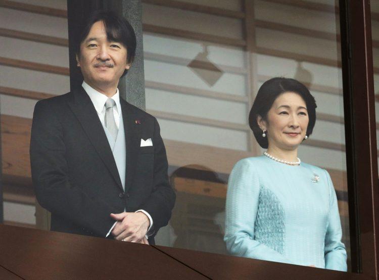 秋篠宮さまは「国民の祝福」を重視(時事通信フォト)