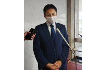 事故の2日後、囲み取材に応じた自民党・武井俊輔衆院議員(写真/共同通信社)