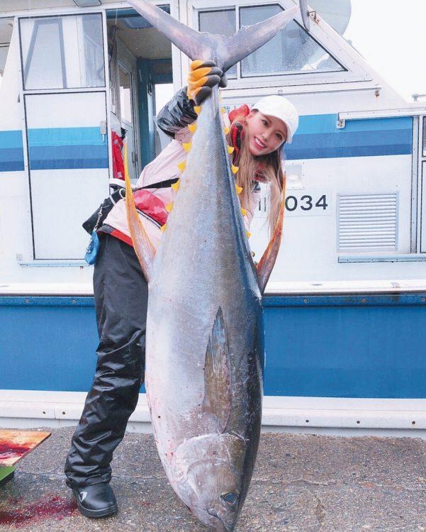 「釣りガール」10人の釣りライフを紹介(写真はYURI)