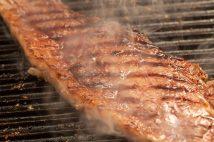油、牛肉などの食料品値上げが家計に打撃…(写真はイメージ)