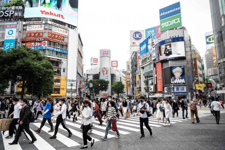 緊急事態宣言が解除され人出が増える渋谷(AFP=時事通信フォト)