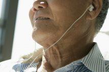 なんの気なしに使っているイヤホンが実は…(イメージ。写真/AFLO)