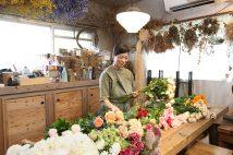 入居者DIYでアトリエや花屋に! 築古賃貸なのに大人気の「ニレノキハウス」がすごかった
