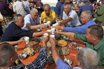 中国の爆食高齢者が世界の食糧問題に影響?(写真=Imagine china/時事)