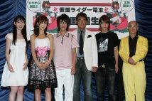 2007年8月4日に公開された『劇場版 仮面ライダー電王 俺、誕生!』の佐藤健(左から3番目)は当時18才(撮影/女性セブン写真部)