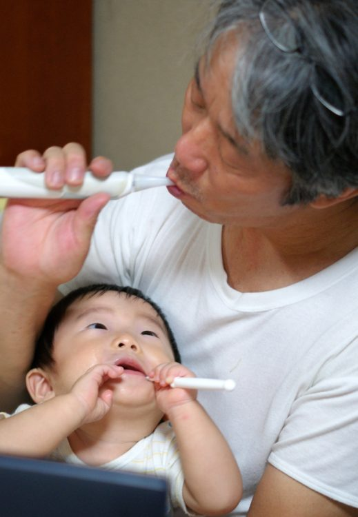 便利な電動歯ブラシだが…(写真はイメージ)