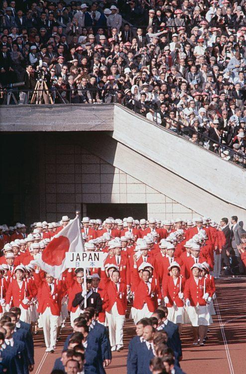1964年東京五輪、開会式の公式服装には秘話が(写真/共同通信社)