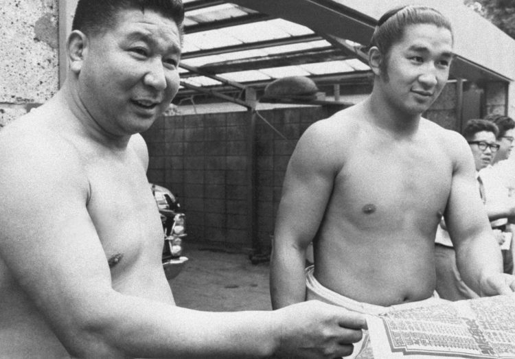 初代若乃花(左)の弟・貴ノ花に対する厳しい教え(写真/共同通信社)