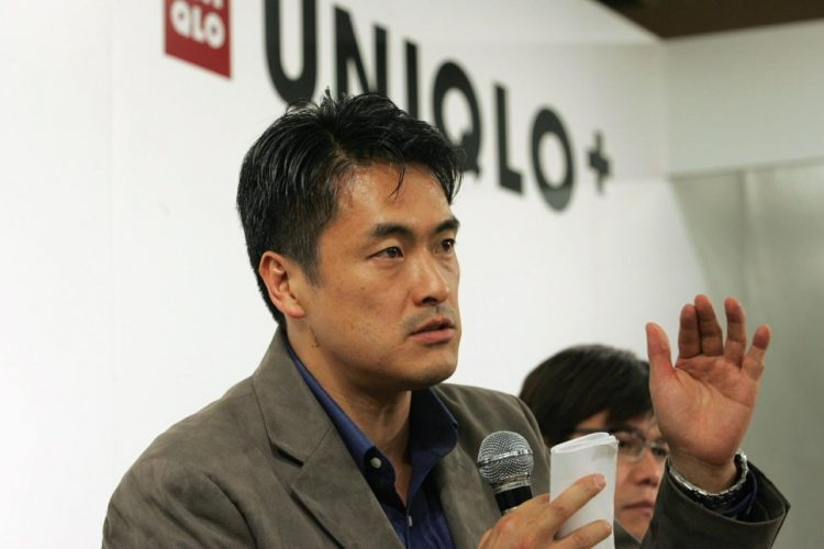 ファーストリテイリング社長時代の玉塚氏(2004年/時事通信フォト)