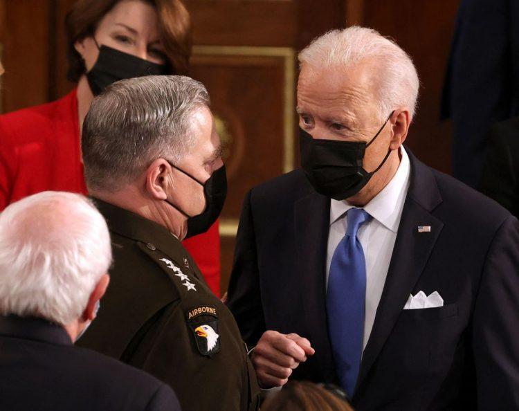 今ではすっかりバイデン側近になったミリー氏。話す時もちゃっかりマスク着用になった(AFP=時事)