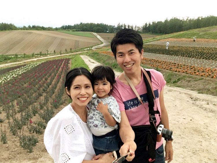 家族3人でいろいろなところへ旅行した松永さん一家。平成30年には北海道へ。見渡す限りの広大な大地を3人で走り回った。