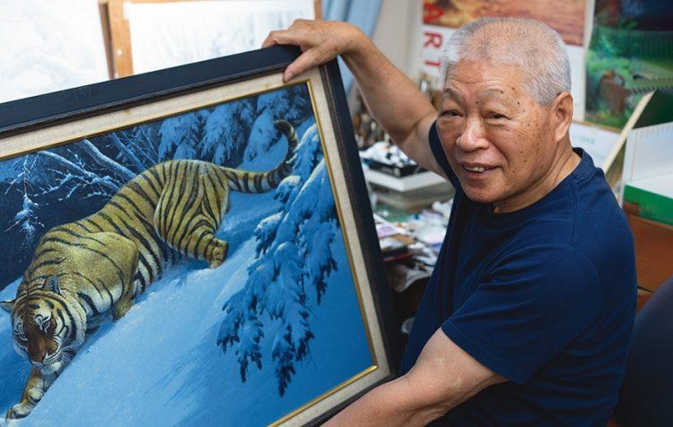 大好きなトラを描いた田中豊美さん
