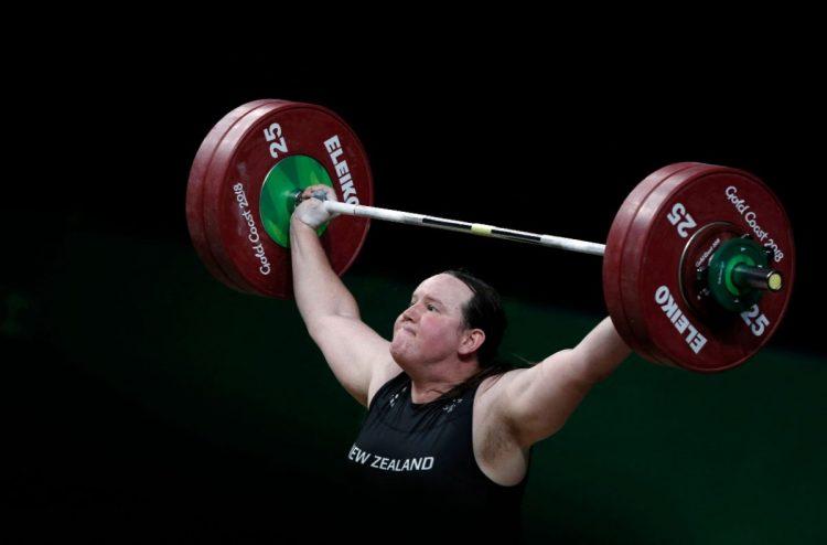 男性として生まれたハバードは女子選手として五輪に出場する(AFP=時事)