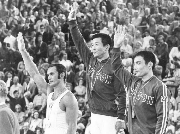 ミュンヘン大会のつり輪で金メダルを取った中山さん(UPI=共同)