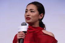 尾野真千子、再婚 お相手は沖縄企業の代表、YouTubeで共演も