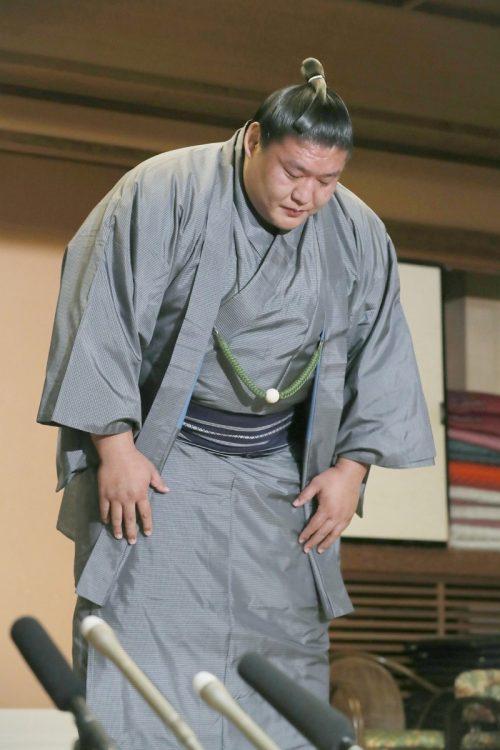貴ノ岩は2018年冬巡業で、忘れ物をした付け人を殴ったことが発覚(時事通信フォト)