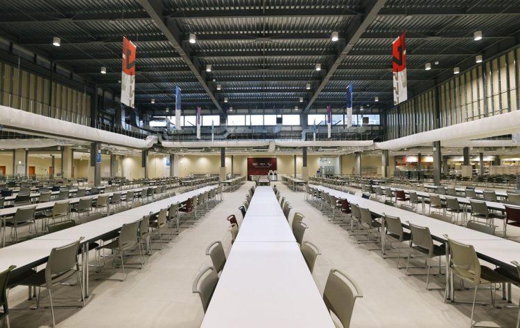 五輪選手村の食堂(写真/共同通信社)