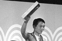 脱臼しながらも金メダルを獲得した上武洋次郎さん(写真/共同通信社)
