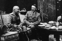 会談中のムッソリーニとヒトラー(Getty Images)