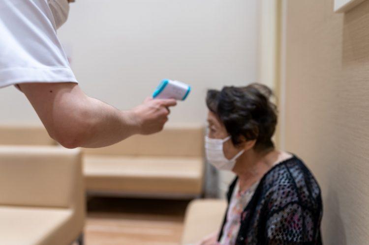 2回目の接種の後は、発熱や腕の痛みなど副反応を訴える人も少なくない(写真/Geety Images)