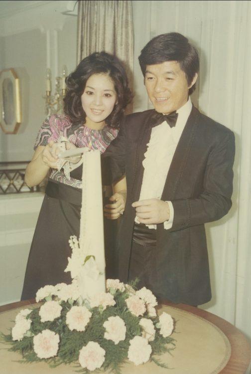 1971年に笠間稲荷神社で結婚式、高輪プリンスホテルでお披露目パーティーが行われた。