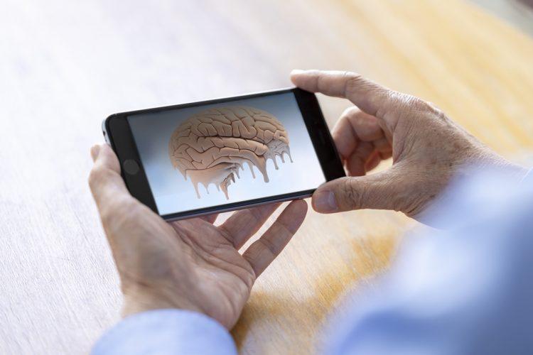スマホが脳に与える影響とは(写真はイメージ)