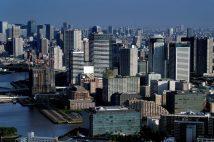 大規模マンションの開発が相次ぐ豊洲の街並み(江東区/時事通信フォト)