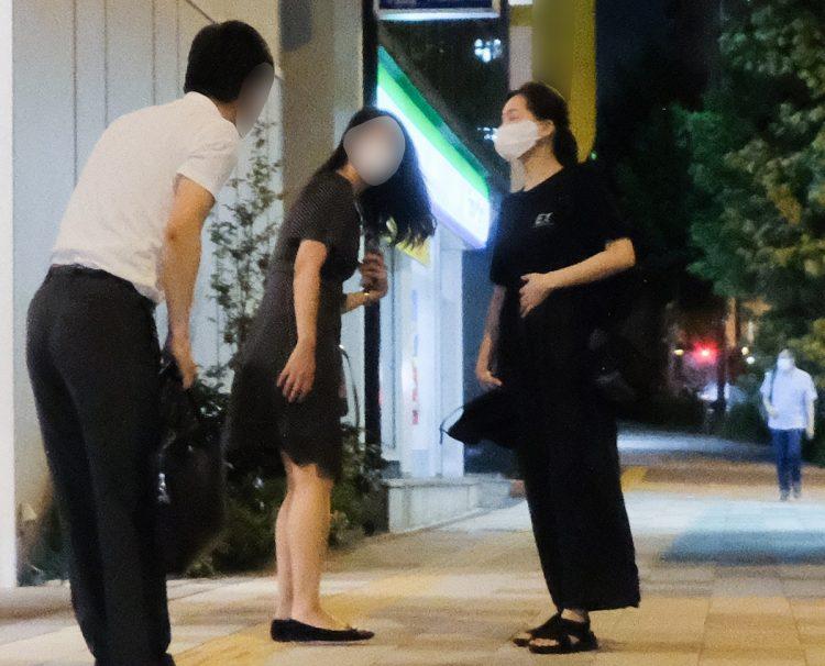 税理士らと寿司店で話し合いを行っていた