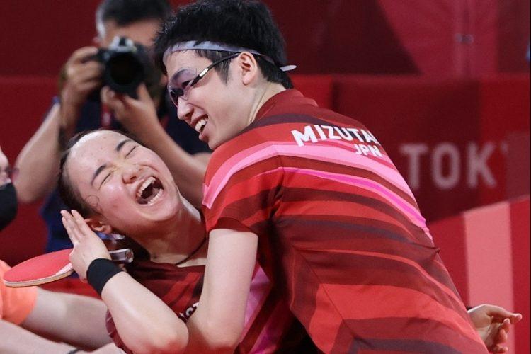"""伊藤美誠 金メダルの裏で支え続けた母とコーチとの""""新たな家族関係"""""""