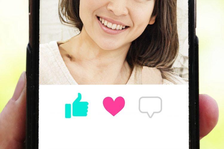 スマホの婚活アプリが主戦場だ(イメージ)