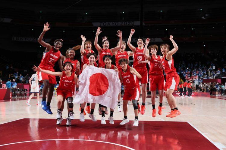 銀メダルの快挙を成し遂げた女子バスケのユニフォームにはナイキのロゴが(代表撮影:雑誌協会)