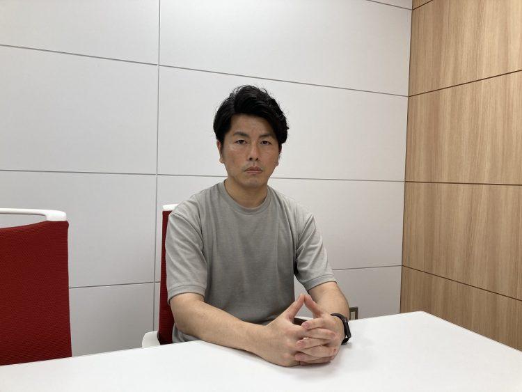 インタビューに応えてくれた松永拓也さん(撮影時以外はマスク着用で感染防止対策を行い取材)。