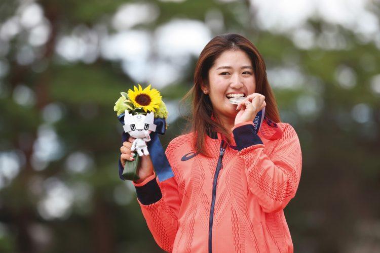 ゴルフ女子個人・銀メダルを獲得した稲見萌寧(写真/日本雑誌協会代表撮影:土居 誉)