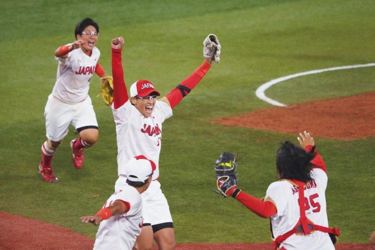 ソフトボールも北京大会から13年ぶりの金(写真/日本雑誌協会代表撮影:藤岡雅樹)