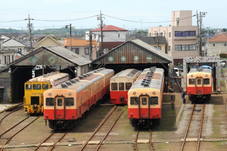 野田クリスタル選手権の舞台となった小湊鉄道五井駅。機関区には、キハ200形が並ぶ。