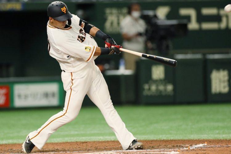 中田翔の実績や能力の高さから、戦力としての期待は大きいが…(時事通信フォト)