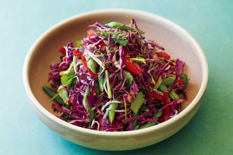 味噌カレー味の紫キャベツサラダ