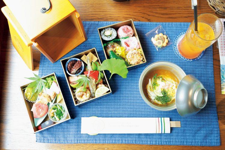 「しあわせの郷紀行」の食事「おとなの遊山箱」。徳島県の日本料理店「味匠 藤本」の料理長が担当し、三段重には地元食材を使う料理がぎっしり