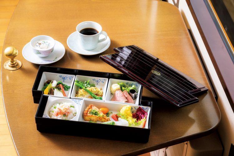 八幡浜編で提供されるフランス料理松花堂弁当。地元食材を使い、松山の老舗フレンチの名店が手がける(写真/JR四国)