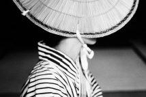 母、ボウイ…一瞬から始まる永遠の物語 鋤田正義さん集大成の写真集&個展